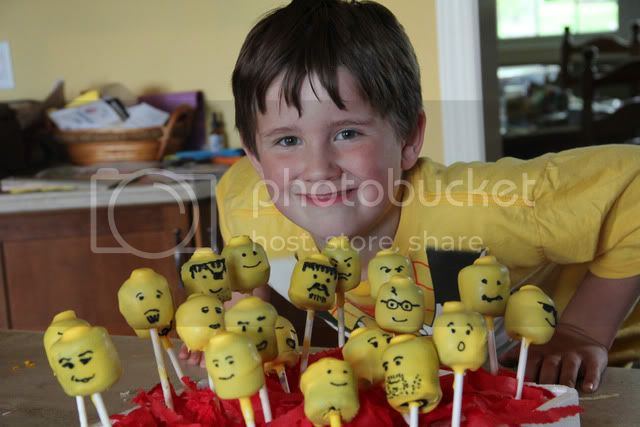 lego cake pops